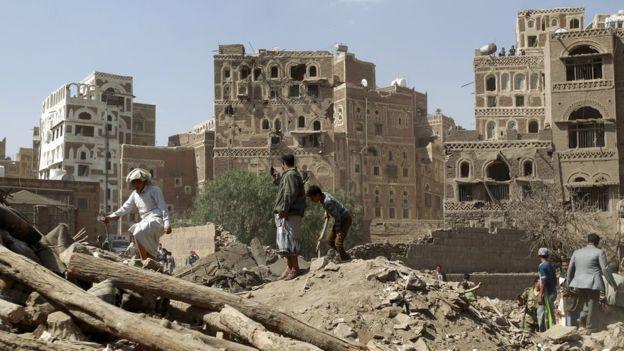 86875470_yemen_sanaa_rubble_g